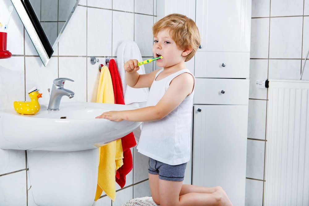Cepillarse los dientes ¿después de cenar o antes de acostarse?