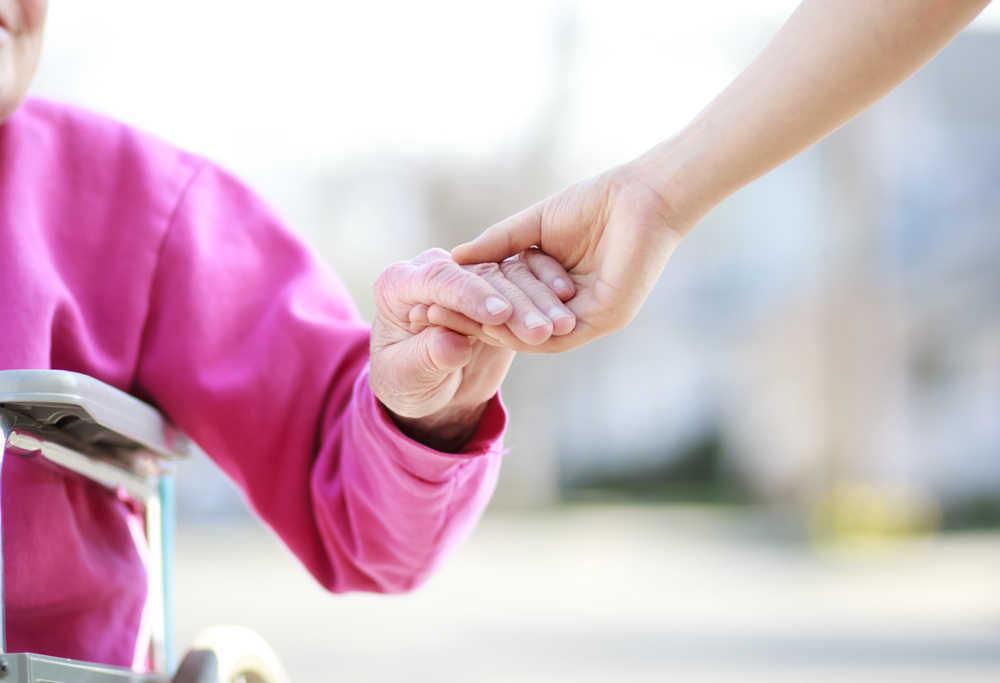 ¿Cómo prevenir la aparición de escaras en adultos mayores?